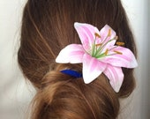 Lily hair flower White Pink Lily hair pin Bridal hair vine Lily hair piece Floral hair vine Wedding lily hair piece