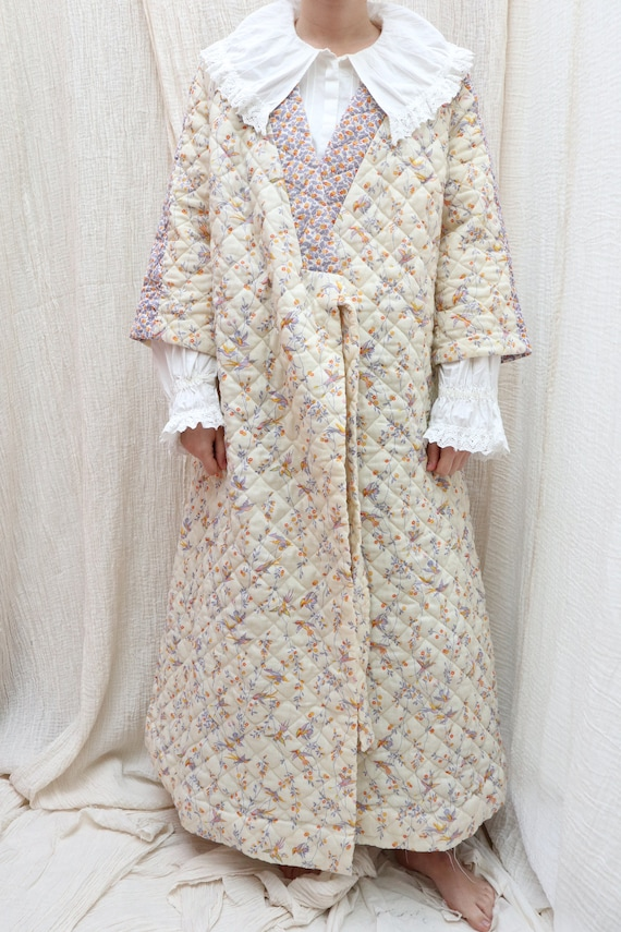 Vintage cotton quilted long morning robe with past