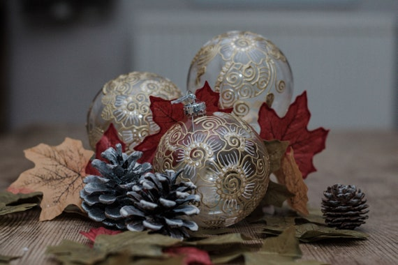 Beautiful quality hand painted ceramic Christmas decorations baubles 3 pack Gift