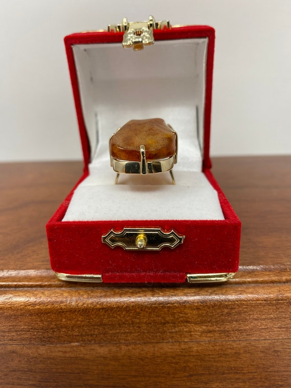 Vintage Estate 14Kt Gold and Amber Ring.