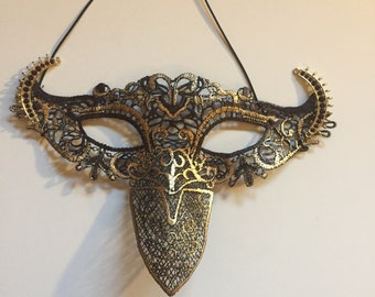 Horns Gold Lace Mask