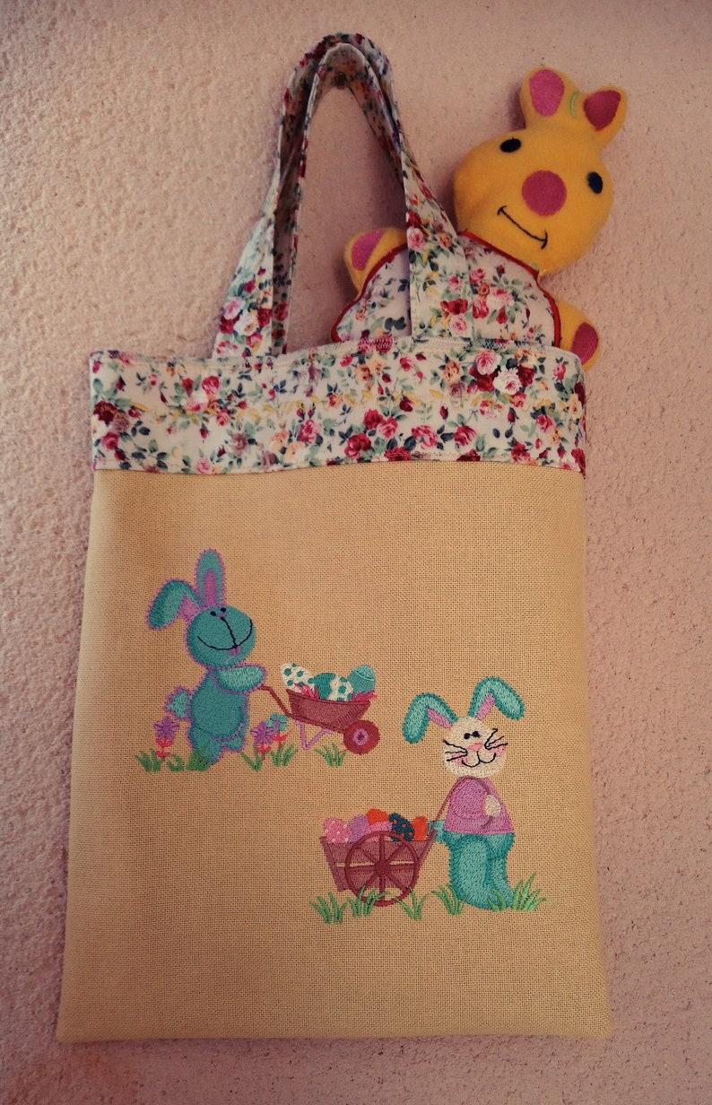07a95f1567 Sac enfant brodé lapins et son doudou   Etsy