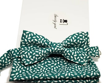 """Green with White """"Rice"""" Bow Tie and Pocket Square Set."""