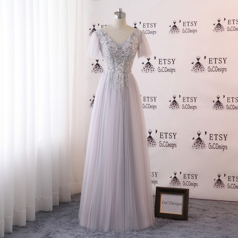 2019 Prom Ball Dresses Long Gray Evening Dress V neck Illusion Tulle Sleeve Dress Lace Applique Beaded Women Girls Formal Gown Wedding Dress