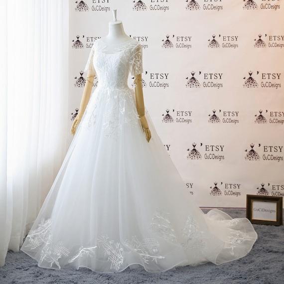 A Line Floor Length Tulle Wedding Dresses White Lace Wedding Dress Short Sleeve Boho Beach Wedding Dress Illusion Tulle Back Bridal Gown