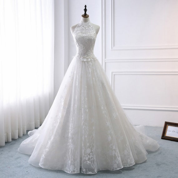 Charming Bridal Gowns Vintage Lace A Line Wedding Dress Halter Design With Floral Lace Appliques Romantic Wedding Dressmodest Wedding Gown