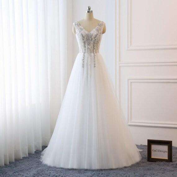 2018 Beach Wedding Dresses Boho V neck Bridal Gown A Line Fairy Wedding Dress Lace Applique Bride Dress Illusion Back Tulle Dress with Train