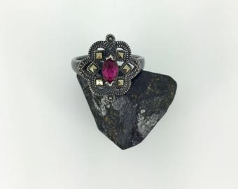 vintage  . ring . ruby marquise . rose cut marcasite . 925 sterling . marsala manufacturing co . art deco style . 80s . size 8.5