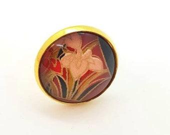 Fleur de lis embossed cabochon ring