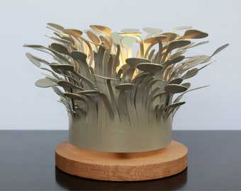 Desk lamp - Elizabeth: A special crown shaped lamp floating above a round fine OAK base.