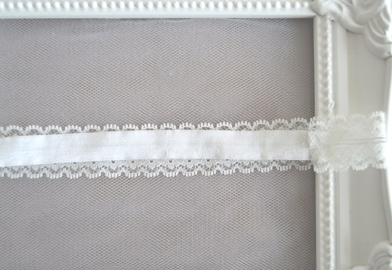 White Scalloped Edge Lace Trim Bridal Garter Wedding Garter /'Abi/'