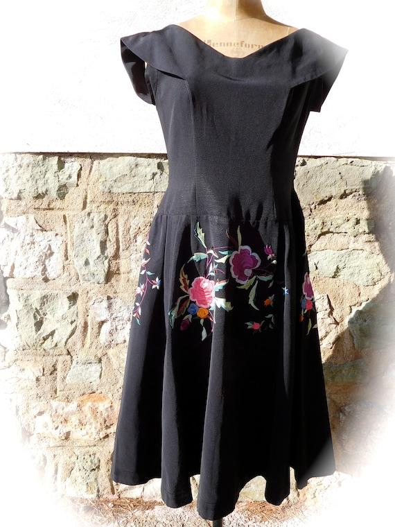 Vintage 50's floral embroidered dress