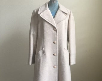 Vintage off white / cream / four buttoned / larger collar / wool coat