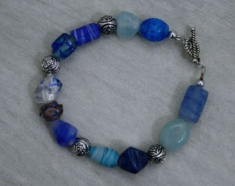 1 Handcrafted Bracelet: Charming Blue and Silver Beaded Jewelry