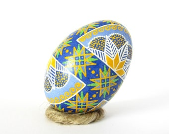 Сhicken pysanky in batik stile Ukrainian easter egg Decorative real eggs Pysanky designs Hand pysanky Pisanki egg Pysanka Сhicken egg Easter