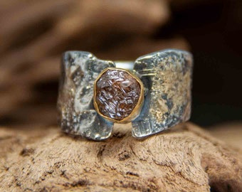 Ring in silver with gold and brown rough diamond