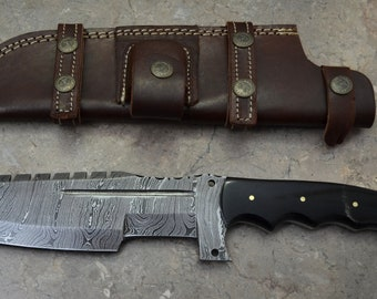 Damascus Steel Hunting Tracker Knife With Bull Horn TH