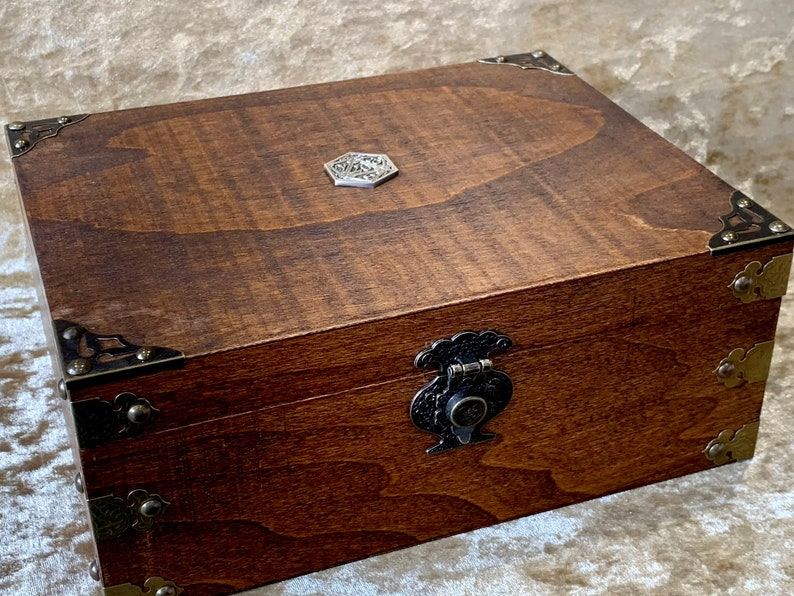 Chest Dungeons and Dragons Chest with metal D20 RPG box and image 0
