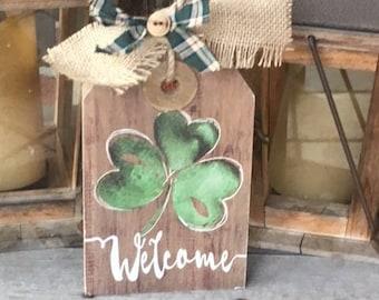Shamrock Welcome Sign /  St. Patrick's Day Wall Sign / St. Patrick's Day Teacher Gift / St. Patrick's Day Decor / Shamrock Door Hanger