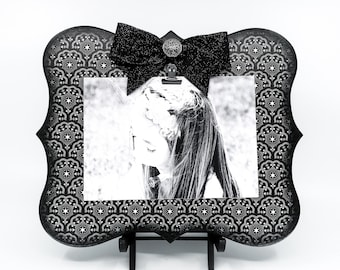 Black and White Picture Frame For 5x7 Photo, Clip On Frame for Prom Engagement or Wedding Photo, Modern Neutral Kitchen Memo or Menu Board