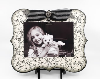 Modern Black and White Picture Clip Board Frame for 5x7 Photo, Unique Gift for New Home, Wedding or Honeymoon Memory Board for Photos