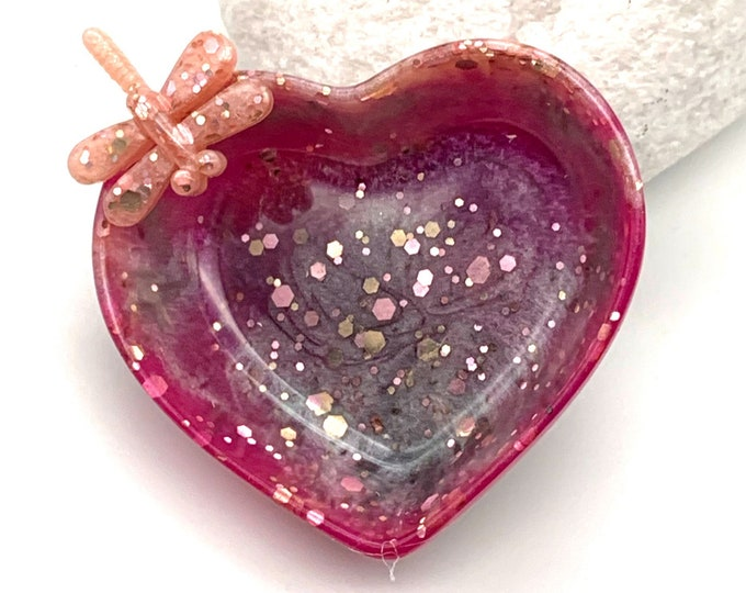 Dragonfly Heart-Shaped Resin Candy Dish | Dragonfly Resin Dish | Jewelry Storage | Glitter Resin Tray | Dragonfly Room Decor