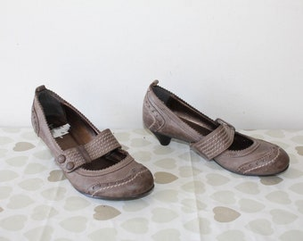 50ff8648549a Vintage Brown Leather BULLBOXER Slip On Mary Jane Mid Heel Casual Shoes  Size 4   37 Pixie