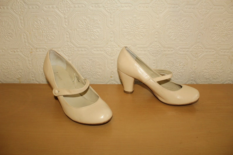 cc637f708e230 Vintage Cream Look Leather DUNNES Slip On Party Clubwear Casual Mid Heel  Shoes Sz 4 / 37