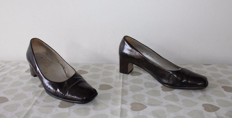 3e4f8e737a77b Vintage Dark Brown Patient Leather ALEXANDRIA Square Toe Court Mid Heel  Shoes 4.5 / 37.5