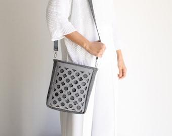 women's shoulder bag in gray fabric, casual medium bag for every day, sports shoulder bag, felt bag, vegan shoulder strap