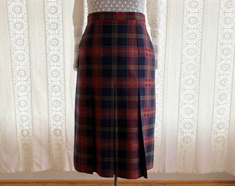 Plaid wool skirt // Scottish wool midi skirt
