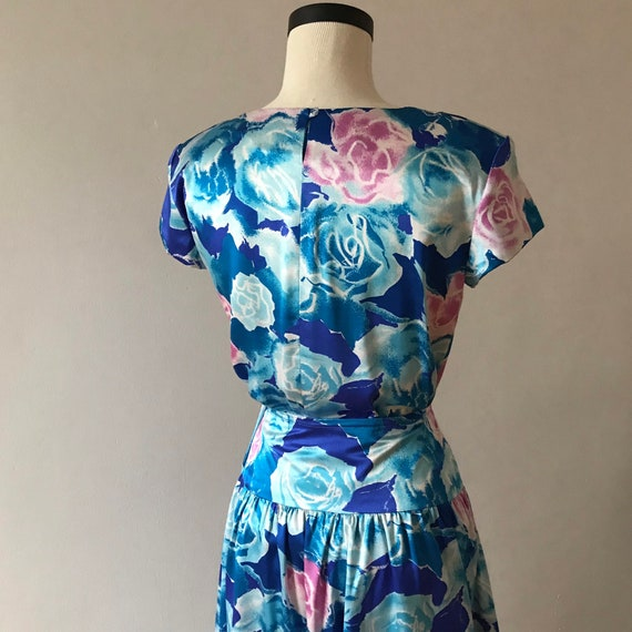 Two piece silk floral skirt and top dress set - image 7