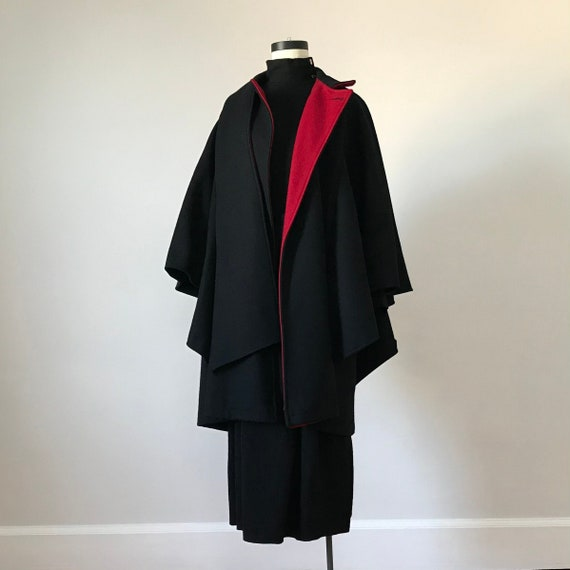 Wool cloak with contrast lining