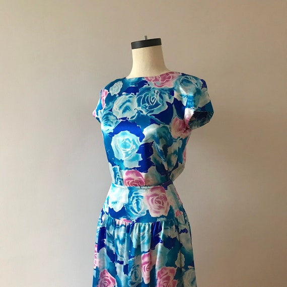 Two piece silk floral skirt and top dress set - image 6