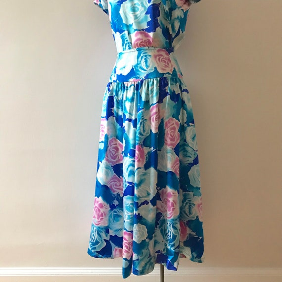 Two piece silk floral skirt and top dress set - image 8