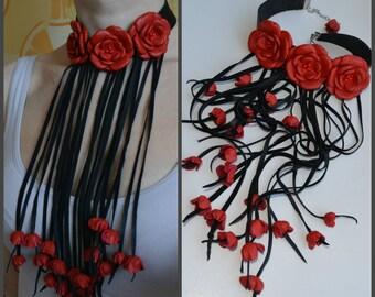 4d7b53f3973ad Fleur en cuir Collier ras de cou, tour de cou avec collier de roses rouges  en cuir, tour de cou avec rayures en cuir long, bijoux cuir sur le cou,  roux rose