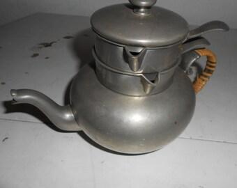 International Pewter 27730 - Stacked Teapot