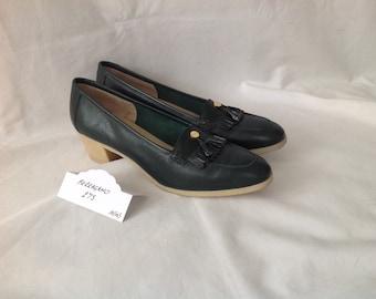 f1a7e8a13b0 Dark green Salvatore Ferragamo vintage leather pumps with crepe sole and  heel