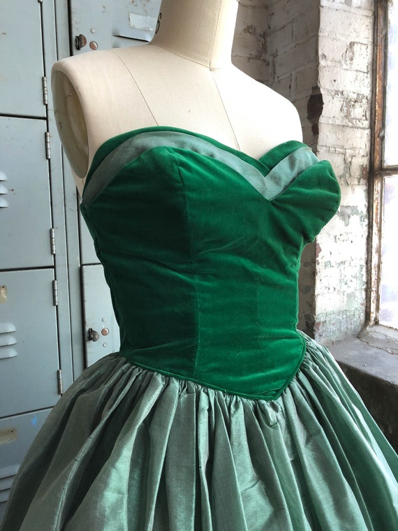 Vintage 1950s 50s Green wiggle  dress with necklace collar