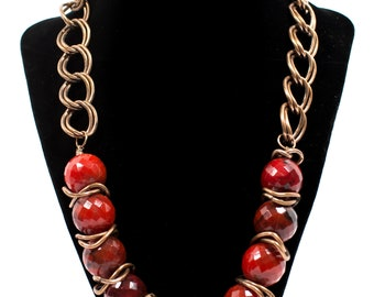 Necklace red with a combination of copper and porcelain