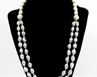 A necklace of gray white pearls combined with silver details.