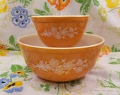 Pyrex butterfly gold 2 nesting mixing bowls set of 2 designed by Gregory Mirow 401 403 1970s flowers and butterflies yellow gold