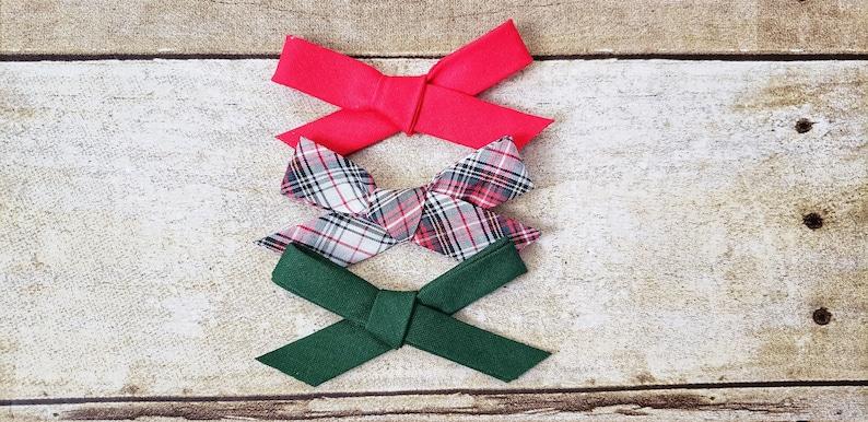 Christmas hair bows Christmas baby bows Red hair bow Handtied Christmas bows Red and green bows Green hair bow Christmas bow set