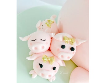 Edible pigs/piglets cake toppers. Cake decorations.