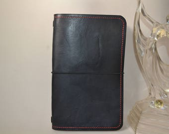 Journal cover for Moleskine Large Cahier notebook 13cm x 21cm inserts. Hand made in Black from finest Italian Eco tanned leather.