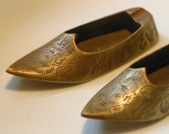A pair of vintage brass ashtrays
