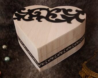 Arabesque heart box