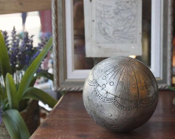 Vintage Metall Sphere