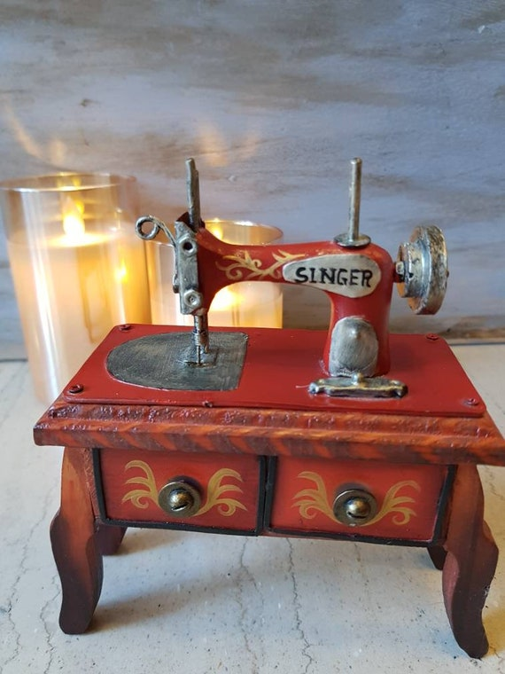 Singer sewing machine miniature box