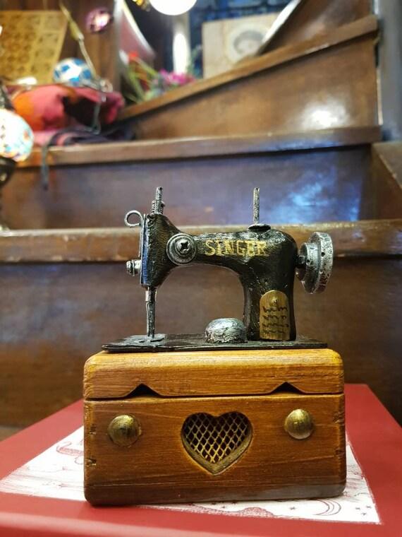 Singer sewing machine miniature box